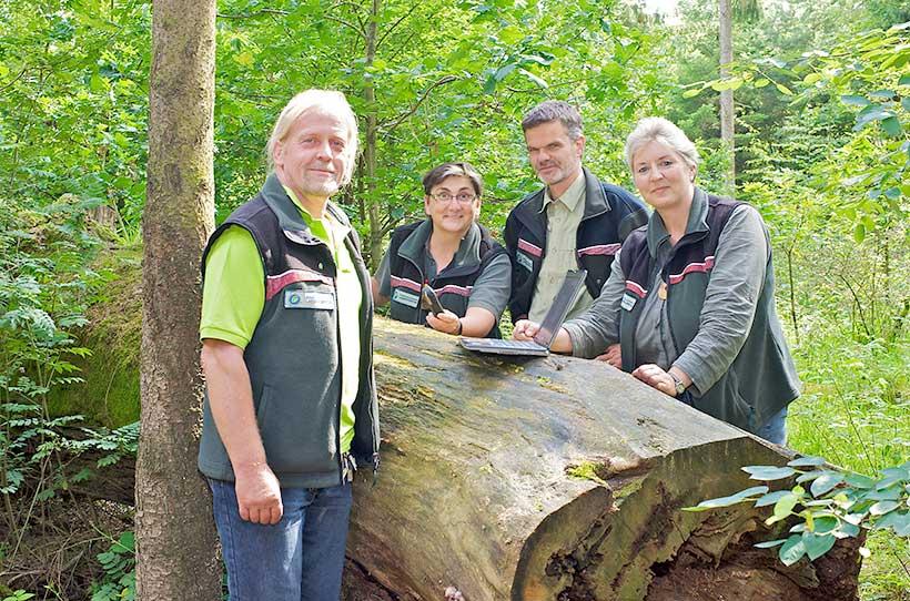 Unsere Waldpädagogen bei der Planung im Wald, Schleswig-Holsteinische Landesforsten